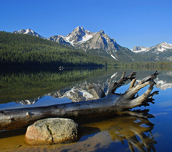Morning canoe at Stanley Lake Idaho. Photo by Mike Reid.