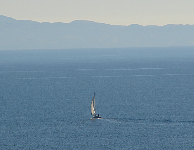Sailing to Catalina Island. (12x zoom)