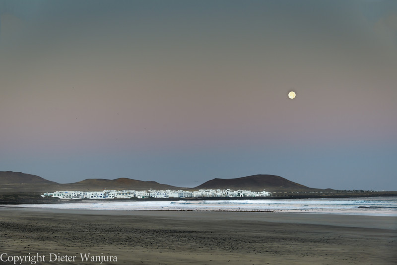 Mond über Famara