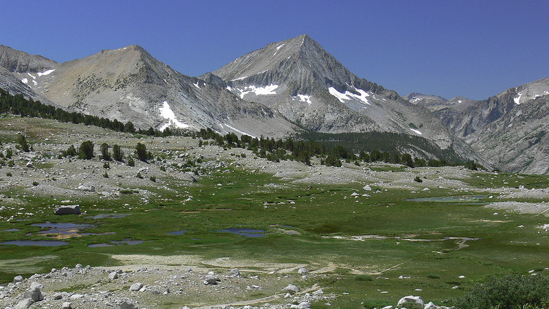 On the Taboose Pass trail looking back southwest towards Arrow Peak and the ziggurat-shaped Pyramid Peak to the left of it, with the Kings River trench on the right.