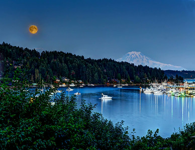 Super Moon and Mt. Rainier