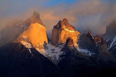 sunrise on los Cuernos