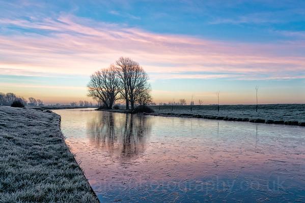 UK Weather: Frosty sunrise Cambridgeshire