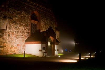 Sumuinen ilta Vantaan Pyhän Laurin kirkolla - Misty evening at The Church of St. Lawrence at Vantaa Vantaa 2012