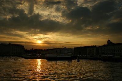 Auringonlasku Kauppatorilla - Sunset at Kauppatori