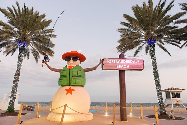 """This is my favorite kind of snowman, the one that lives at the beach! ⠀⠀⠀⠀⠀⠀⠀⠀⠀⠀⠀⠀⠀⠀⠀⠀⠀⠀⠀⠀⠀⠀⠀⠀⠀⠀⠀ It's always a good time to go to the beach in Florida. That's one of the perks. Even on our """"cold"""" days, it's still good. I wish our cold weather lasted a little longer though. ⠀⠀⠀⠀⠀⠀⠀⠀⠀⠀⠀⠀⠀⠀⠀⠀⠀⠀⠀⠀⠀⠀⠀⠀⠀⠀⠀ ⠀⠀⠀⠀⠀⠀⠀⠀⠀⠀⠀⠀⠀⠀⠀⠀⠀⠀⠀⠀⠀⠀⠀⠀⠀⠀⠀⠀⠀⠀⠀⠀⠀⠀⠀⠀⠀⠀⠀⠀⠀⠀⠀⠀⠀⠀⠀⠀⠀⠀⠀⠀⠀⠀ #AnaGarciaPhoto #fortlauderdalefl #fortlauderdale #fortlauderdalephotographer #fortlauderdalebeach #lasolasbeach #browardcounty #plantationfl #hashtagflorida #raw_florida #raw_community #floridatravel #visitlauderdale #visitflorida #LoveFL #santaraw #vacationflorida #floridaexplored #christmasinflorida #floridabeaches #winterinflorida #onlyinflorida #pureflorida #bestofthesunshinestate #ig_sunrisesunset #goldenhourlight #ig_skyvibes"""