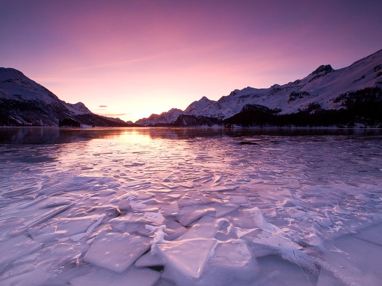 Auf den zugefrorenen Silsersee