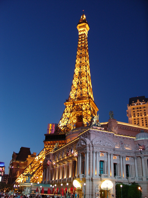 DSC07165 - Las Vegas - Paris - Eiffel Tower - verticle