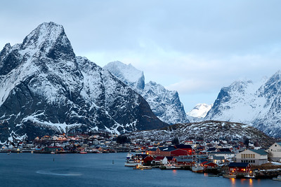Blue houer in Reine