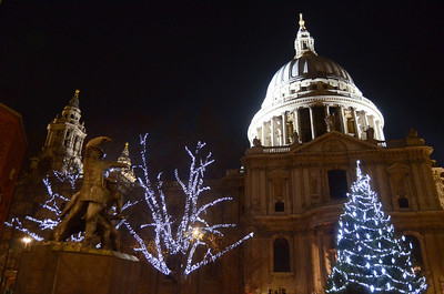 St Paul's Cathedral and the London Firefighter's Monument