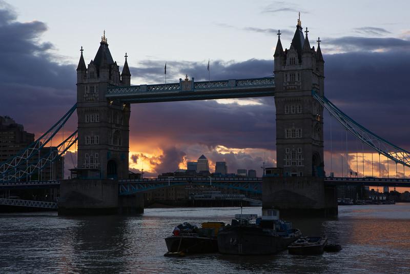 tower bridge at sunrise 2013-09-07 at 05-36-34