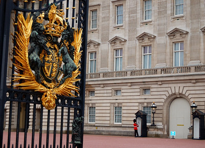 Buckingham Palace gate with Grenadier.