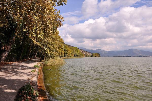 Kastoria (Macedonia) - Walking by the lake<br />  Καστοριά - Περπατώντας δίπλα στη λίμνη