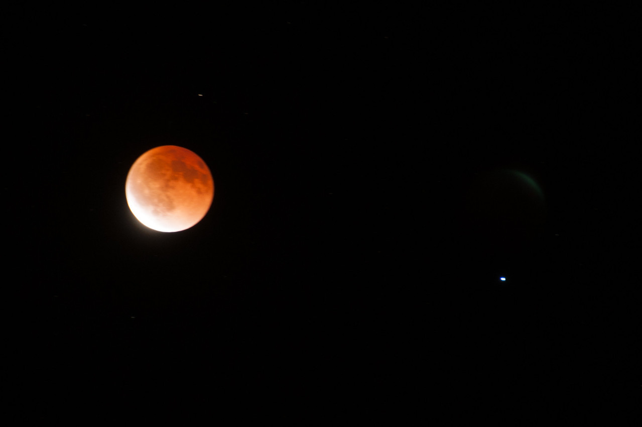 Lunar Eclipse, and Spica (the brightest star in the constellation of Virgo), 5 sec f5.6, ISO200, D300,200mm