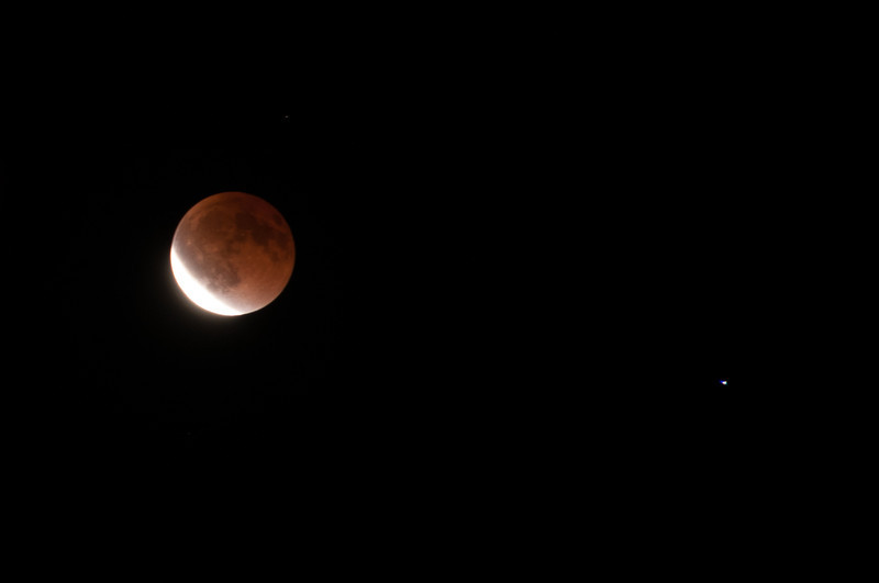 Lunar Eclipse, and Spica (the brightest star in the constellation of Virgo), Green Crescent, 2 sec f7.1, ISO 160, D300,200mm