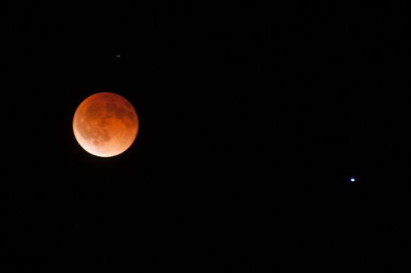 Lunar Eclipse, and Spica (the brightest star in the constellation of Virgo), 4 sec f5.6,ISO 200, D300,200mm