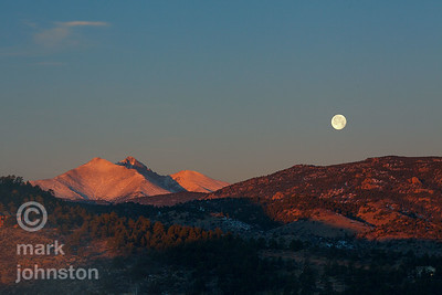 Moonset over Lyons, Colorado