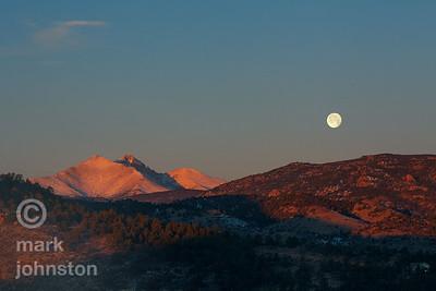 Moonset over Lyons, Colorado