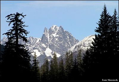 """CASTLE MOUNTAIN"" as seen from the Stikine river, Alaska.-----         ""HORA CASTLE"" (hrad), pohled z reky Stikine, Aljaska."