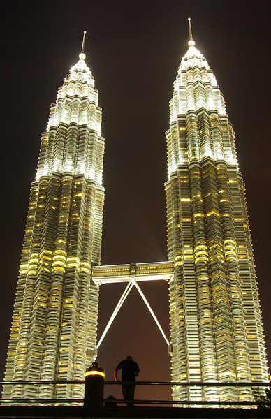 The Petronas Towers in Kuala Lumpur. Breathtaking. For the german report check out: http://blog.tapir-store.de/planet-erde-reiseberichte/26503.bangkok-thailands-sueden-und-malaysias-norden.html
