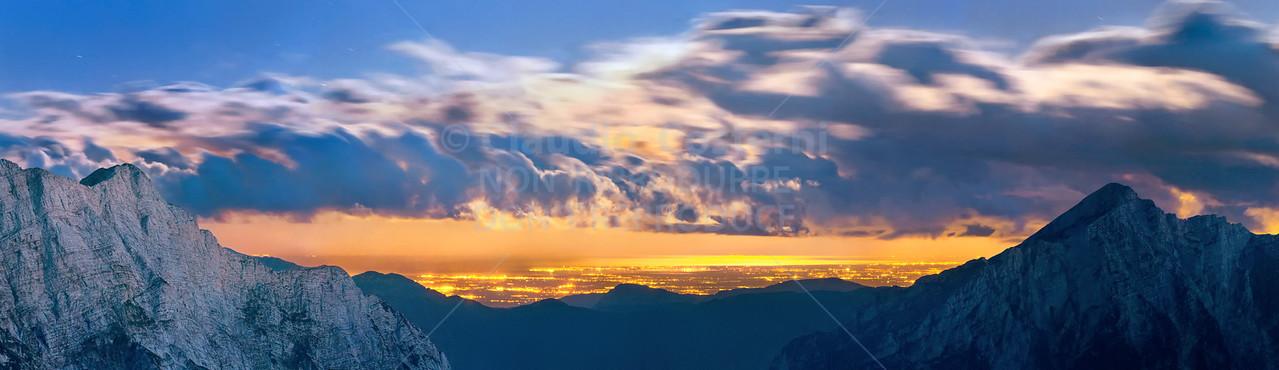 Mare Adriatico e la pianura friulana, notturno con luna dal Mangart foto n° 090807-639706