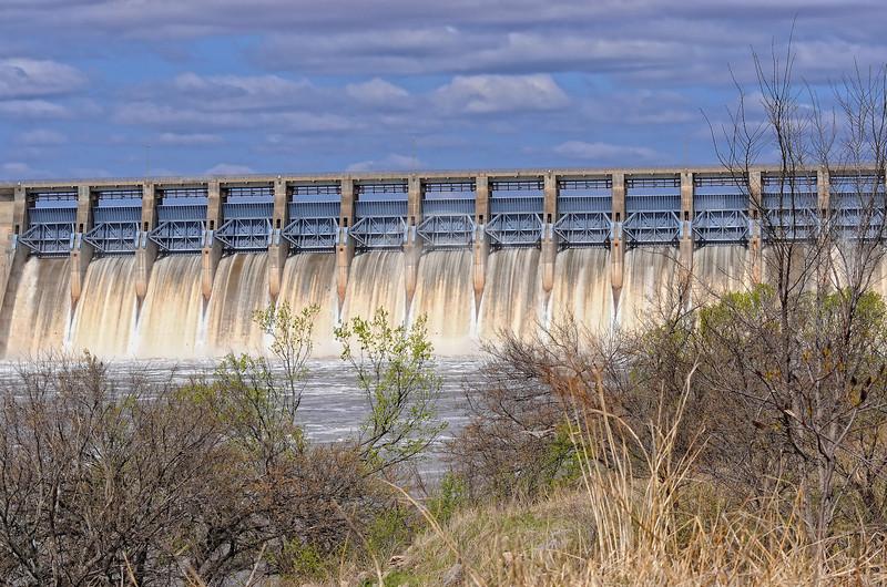 Keystone Dam with gates open