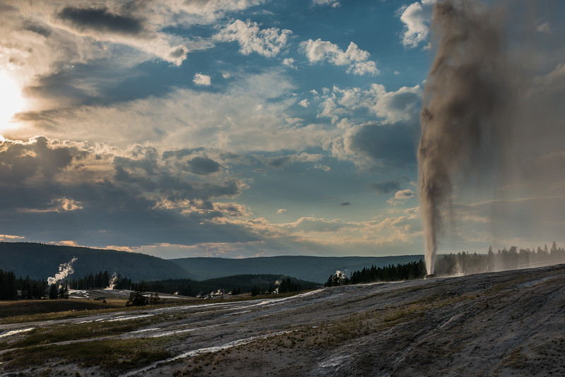 The Firehole geyser basin and Beehive geyser
