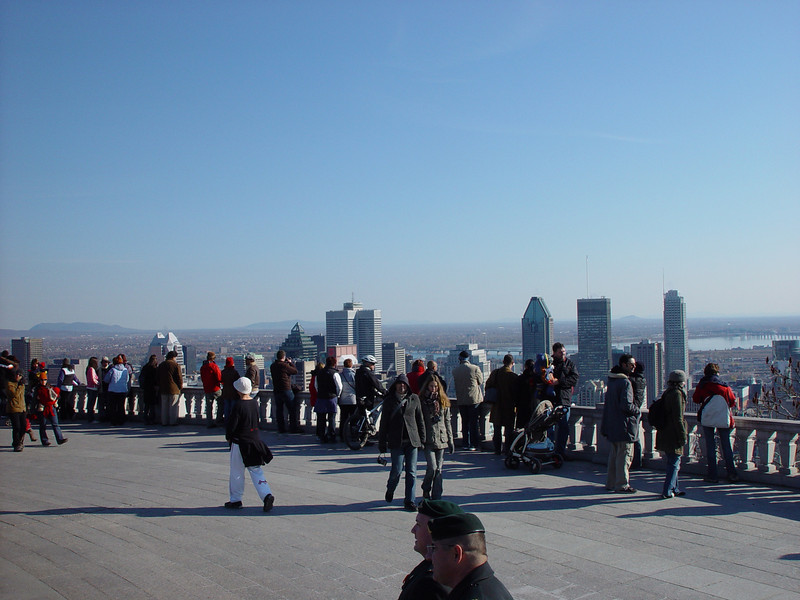 When the weather is beautiful, montrealers enjoy to walk to the belvedere, and admire the  splendid vista of downtown Montreal