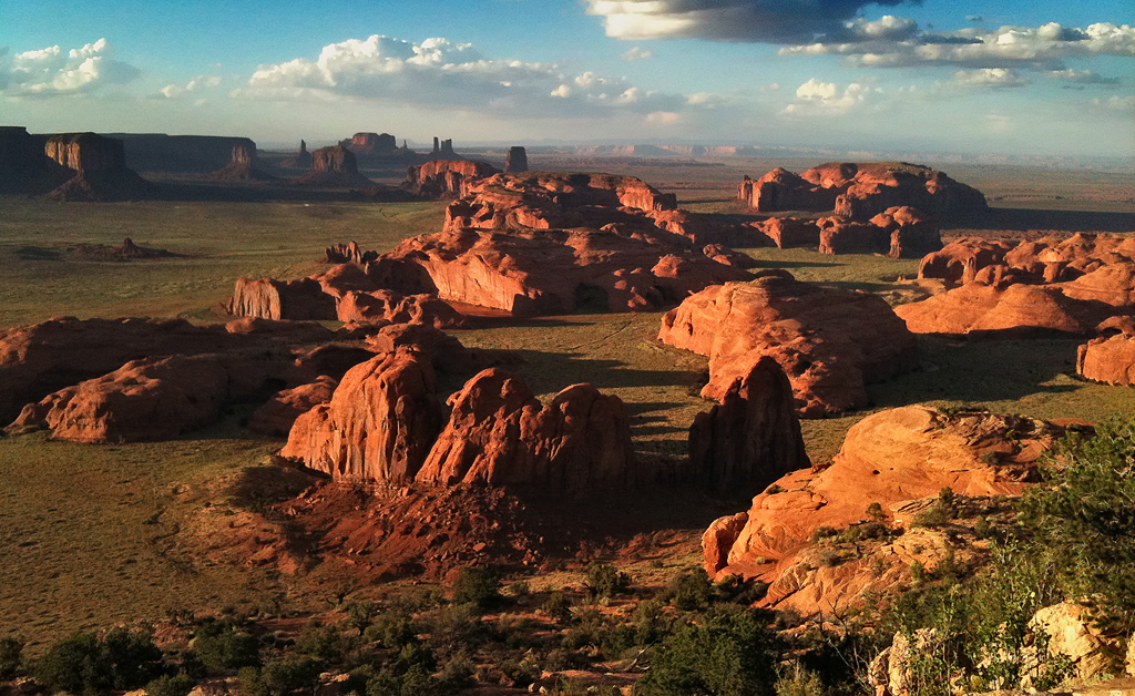 IMAGE: http://northlake.smugmug.com/Landscapes/Monument-Valley/i-QFQqsPF/0/X2/hunts_iphone-X2.jpg