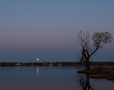 Niagara River Moonset