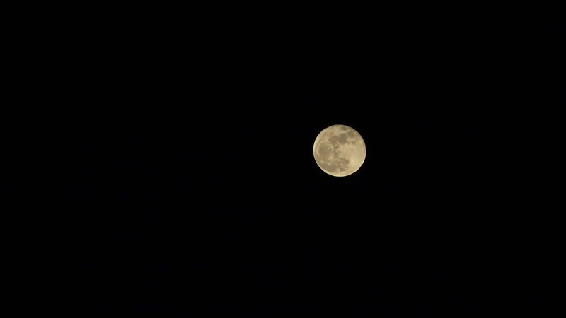 Timelapse video of the first of two Super Moons in January 2018
