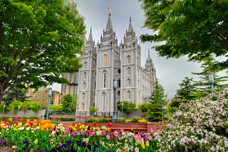 Mormon Temple in Salt Lake City, Utah with beautiful Spring Flowers