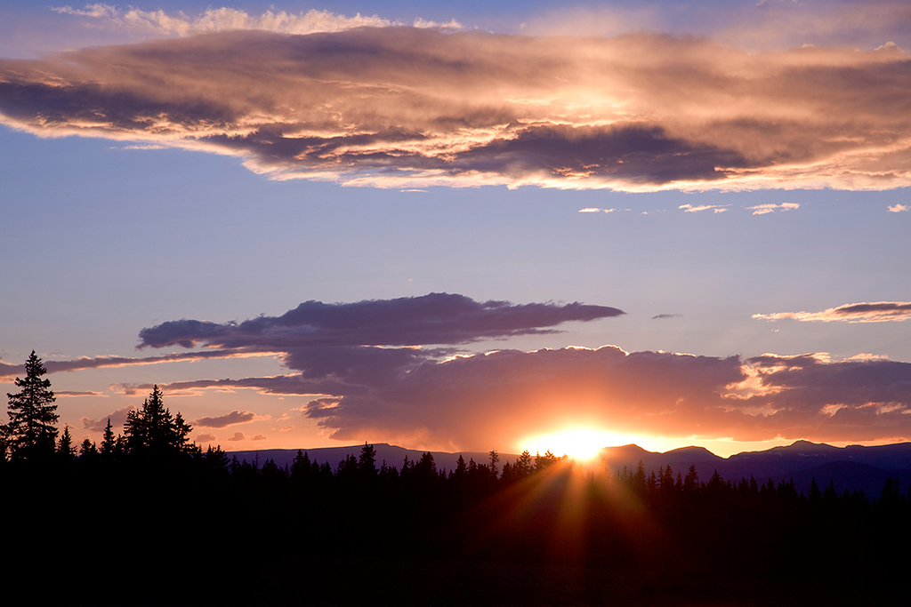 (SJ-10086) Sunset in mountains above Creede, Colorado