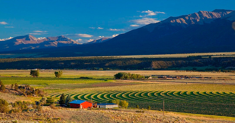 (SA-10114) Farm beneath Collegiate Peaks near Buena Vista