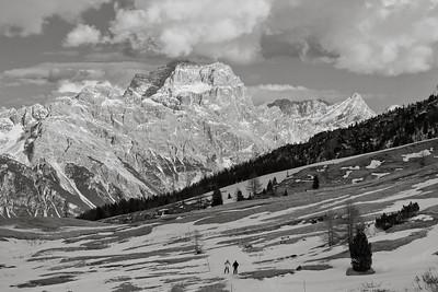 Falzarego Skiers 3481bw