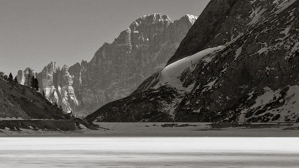 Marmolada Skiers Lago di Fedaia 3387bw