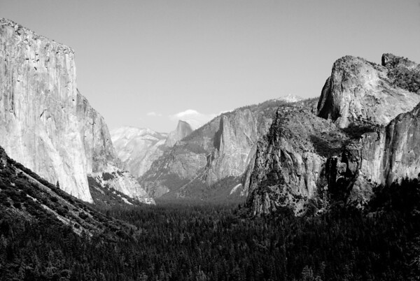 Yosemite Valley, El Capitan on the left and Half dome in the far right