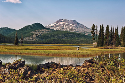 Sparks Lake with South Sister in Deschutes County, Oregon.