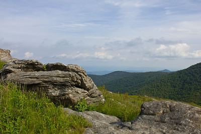 Rocky ledge atop Tennent Mountain.