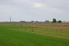 Munnikenland polder. De rij huizen bevindt zich aan de overzijde van de Waal (achter de dijk)