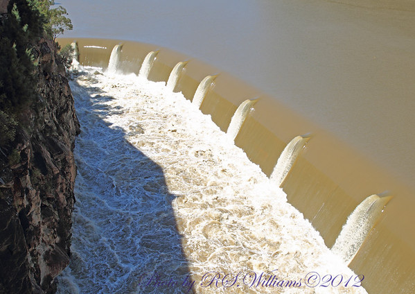 Northern spillway at Burrinjuck Dam, uncontrolled discharge.