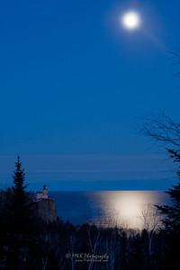 Moon Over Split Rock Lighthouse-5727