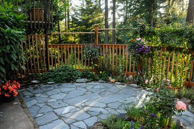 Garden 2009 - the year we built the flagstone patio.