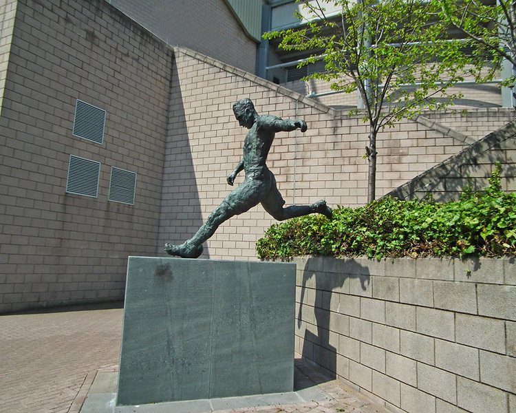Jackie Milburn statue at St James Park Newcastle