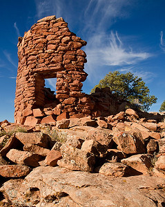 At one time, five towers from the Ancestral Puebloan period were clustered near each other on the rim of Lower Mule Canyon on Cedar Mesa in southern Utah. This is the best preserved of these Mule Canyon Towers, also sometimes referred to as the Cave Towers.