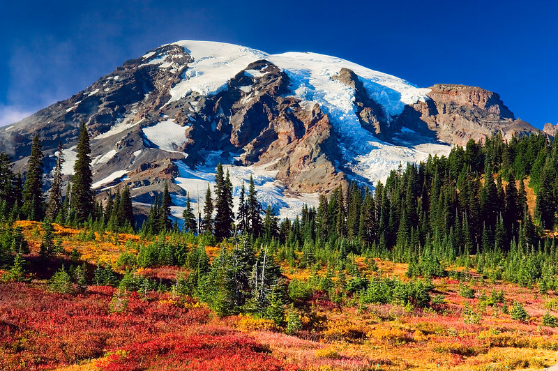 Mount Rainier in the fall in the Paradise area