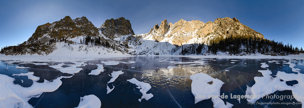 In the middle - 360 degrees Emerald Lake panorama