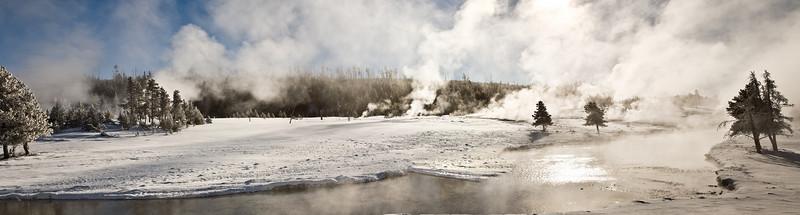 Geyser Basin Panorama Bisen;  Yellowstone in Winter
