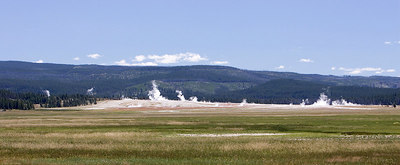Yellowstone National Park - Gisers and meadow
