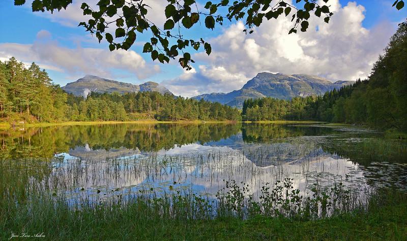 Vakre fjell i Hålandsdalen